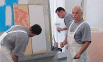 Praca w charakterze malarza budowlanego bazuje na doświadczeniu, pracowitości,  czy też samodzielności w wykonywaniu poleconego mu zlecenia.